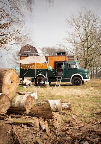 Unieke oldtimer camper als B&B (De Drômecamper)