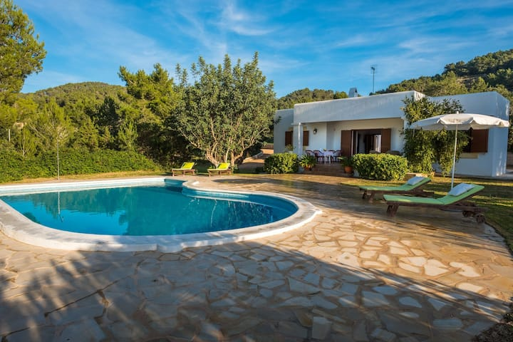 Villa with Fantastic Sea View, Pool, Terrace, Wi-Fi, Pets Allowed