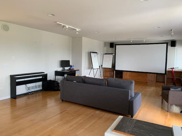 Warm comfortable room by Downtown Metrotown