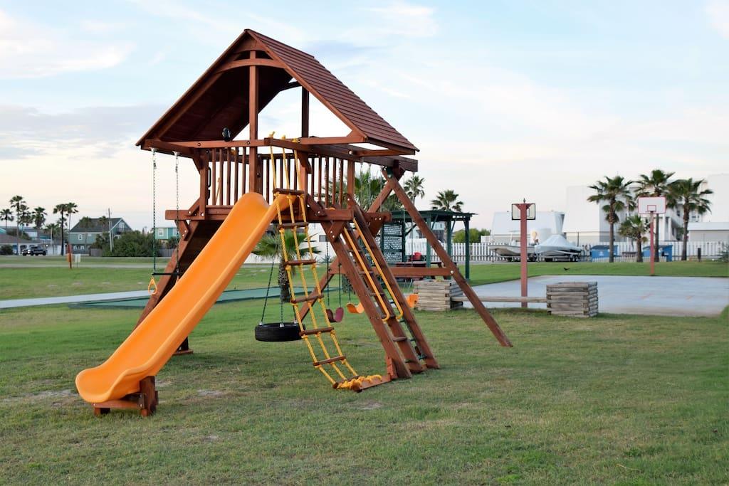 Playground, Gazebo, Building, Palm Tree, Tree