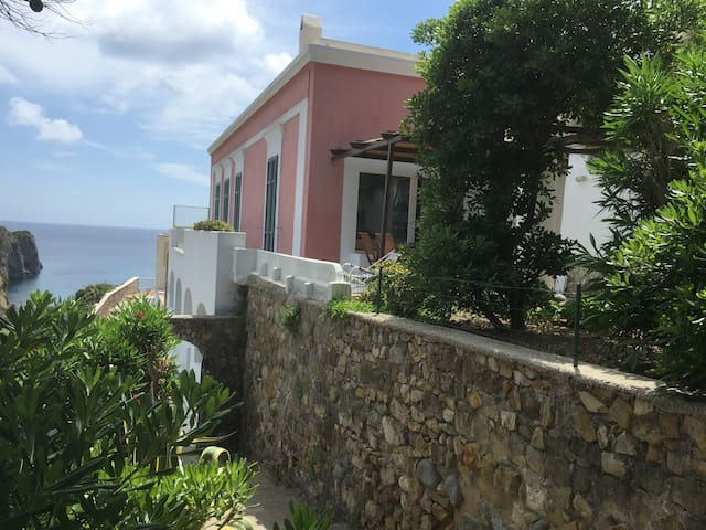 INCREDIBILE VILLA IN PONZA DOWNTOWN