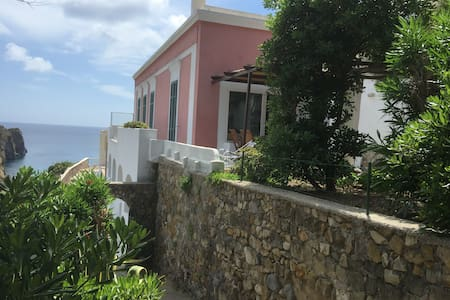 INCREDIBILE VILLA IN PONZA DOWNTOWN - ポンツァ諸島 - 別荘