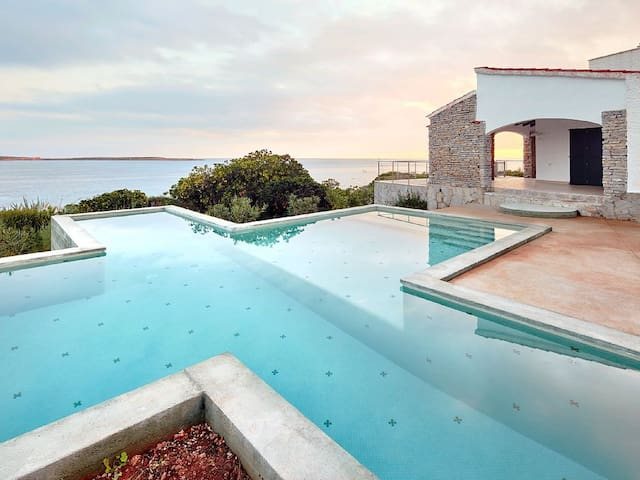 Villa In Punta Prima with private pool and fantastic views in a quiet resort. Sleeps 6