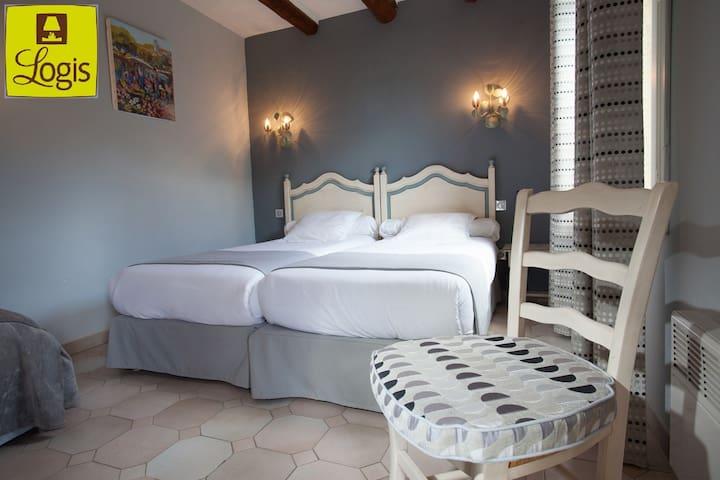 Hôtel 3* LOGIS, en Camargue,Class 2 lits, Clim, TV