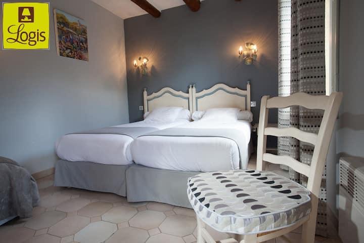 Hôtel 3* , en Camargue,Class 2 lits, Clim, TV
