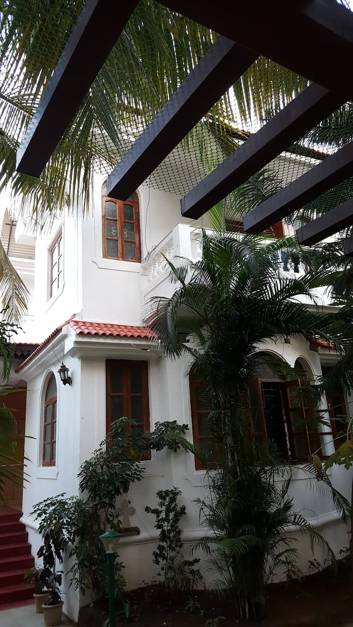 Stunning homestay near Candolim Beach, Fort Aguada