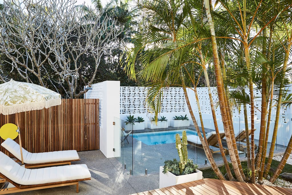 The sand at bask stow a luxe suite in byron bay suite for Pool familia nuovo de luxe