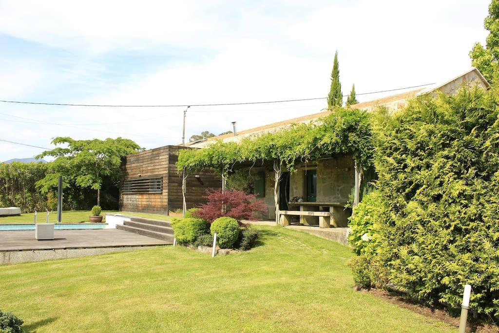 Chalet con piscina ideal 2 familias chalets en alquiler for Camping en galicia con piscina