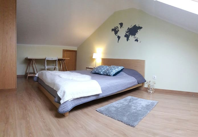 Room in Algés with private bathroom - Algés - Daire