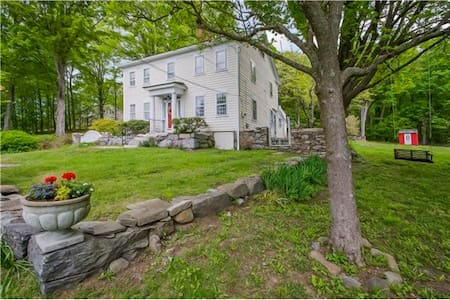 Colonial Home in the Berkshire Foothills - Brookfield - Huis