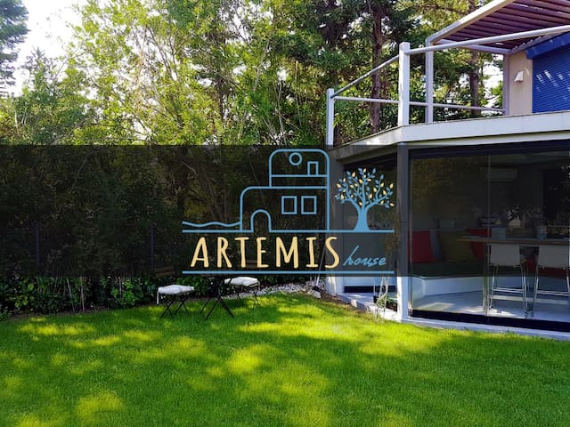 "The ""Artemis house"" with garden near the beach!"