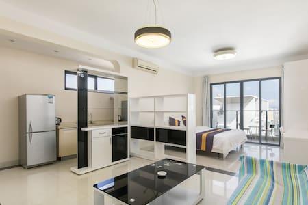 三亚,三亚湾高档小区开放式海景大床房,离海滩椰梦长廊20米,可做饭