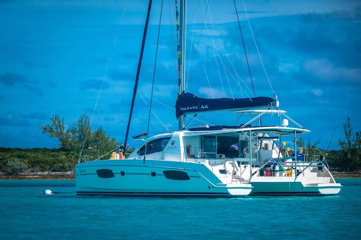 Yacht/Catamaran ON THE WATER in a Key Largo marina