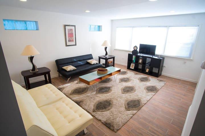 Very Roomy 2BR Rehab West of NU +Downtown Evanston