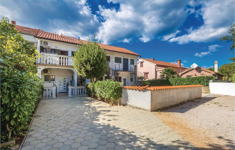 Holiday apartment with 2 bedrooms on 42m² in Malinska