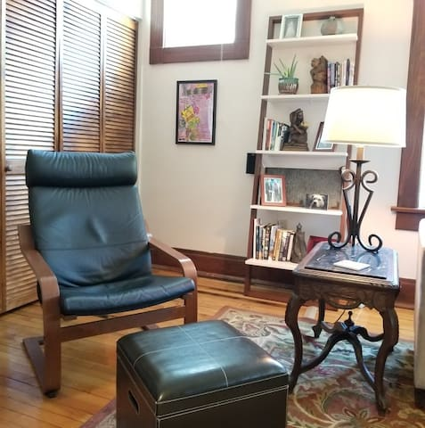 Spacious vintage flat at heart of Mass. Ave.