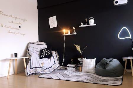 【黑&白】你我的黑白影院主题房,沈阳站太原街万达广场旁.