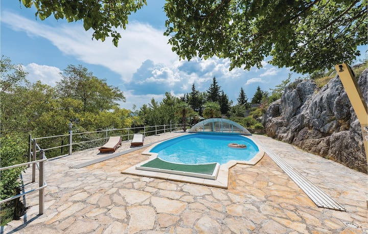 Awesome home in Siveric with WiFi and 3 Bedrooms