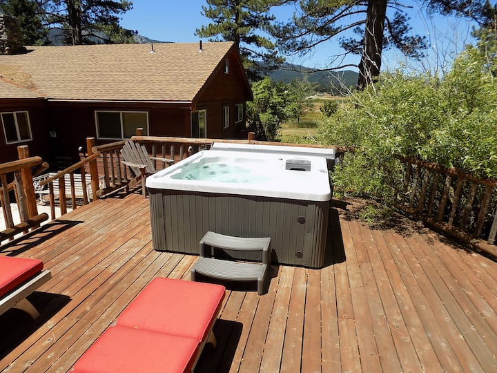 HOT TUB ,SLEEPS 15, meadow VIEWS, near golfing