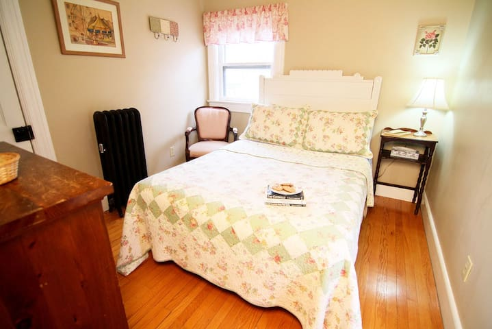 The Woodstock - Cozy B&B Room w/Shared Bath - Windham - Bed & Breakfast