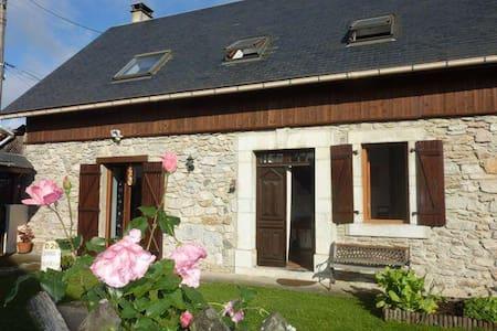 Maison de Charme tout confort dans les Pyrénées - Avezac-Prat-Lahitte - Huis