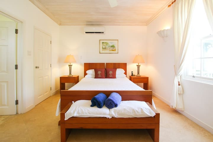 The air-conditioned master bedroom has an en-suite bathroom and views of the ocean