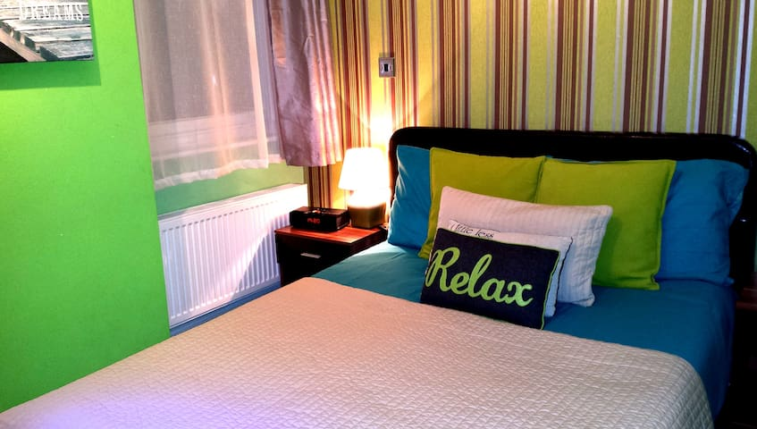 Private Double Room in City Centre- ROBIN7
