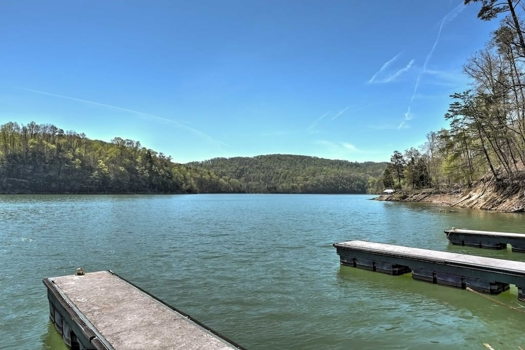 Dock your boat or jet skis, explore the lake's wildlife and relax at this cabin destination in the Tennessee Appalachians!