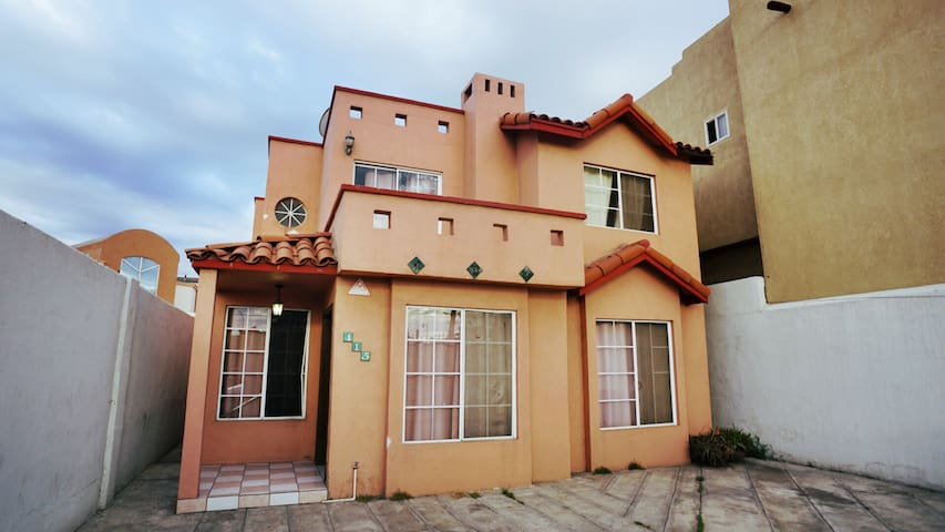 ★AWESOME 3BR 2.5Bath Home★  A block from the BEACH