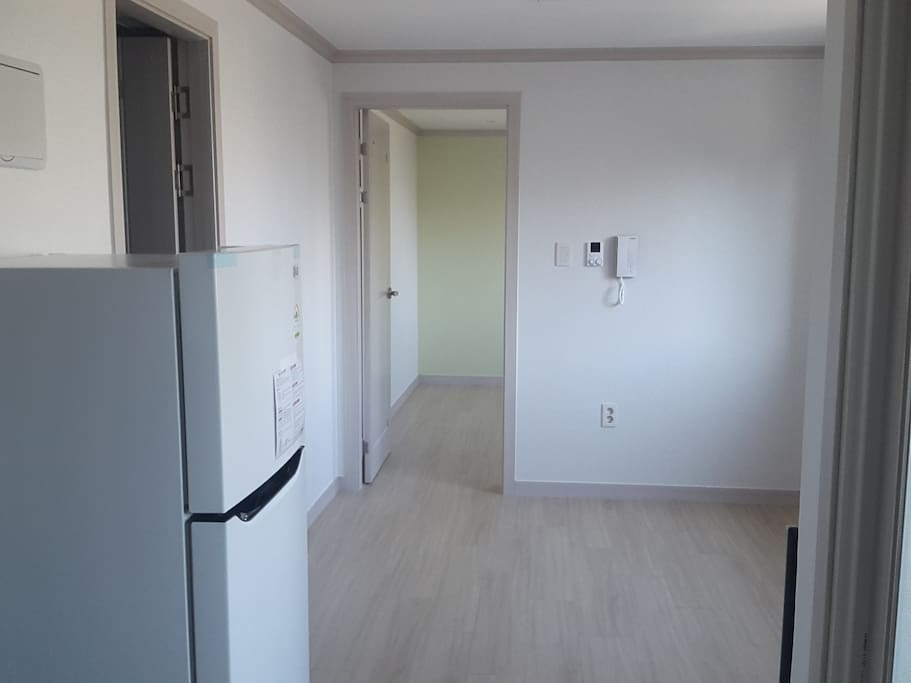 방과 거실이 구분되이 있는 1.5룸입니다.