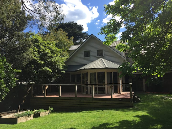 DOUGIE'S PLACE - Your Home In The Hills