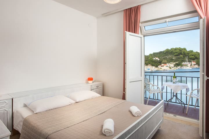 Paolo - 2Bedroom Apartment with Balcony & Sea View - Maranovići