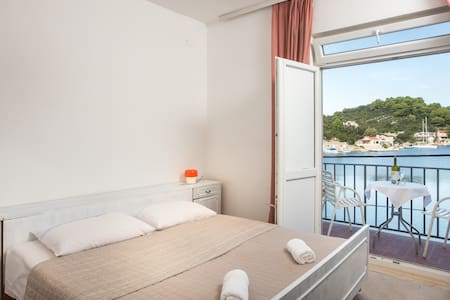 Paolo - 2Bedroom Apartment with Balcony & Sea View - Maranovići