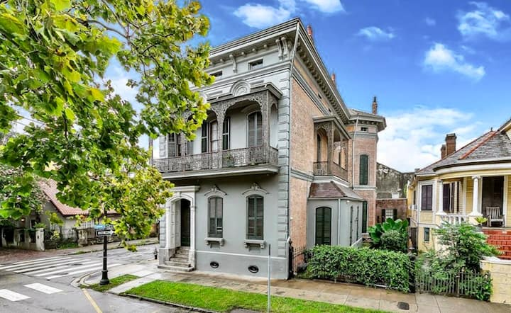 NEW Lanaux 3-bdrm balcony Ste. in Fr.  Qtr mansion
