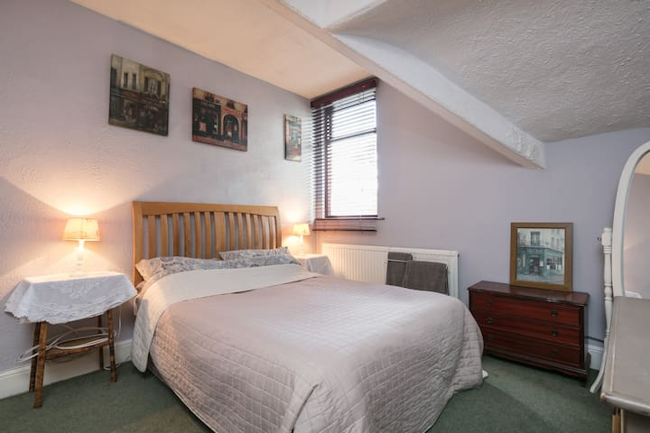 Double room in Victorian family home in Liverpool