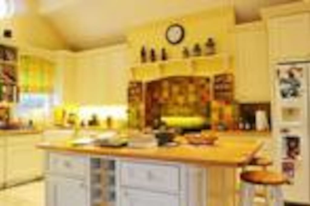 Kitchen with all mod cons. Has been used for cooking TV programmes, commercials and in films.