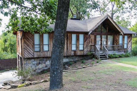 Quiet, Cozy Home 4 Miles from Downtown BHM (2) - Casa