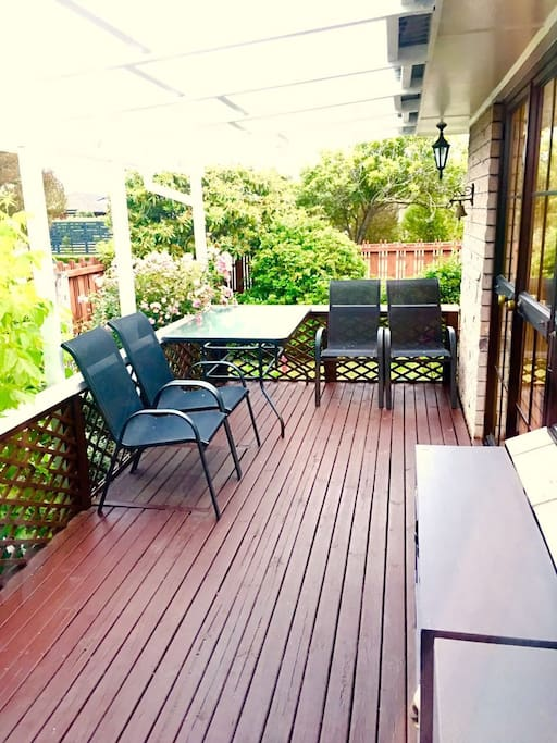 outside deck , you could start your breakfast on the outside of deck .