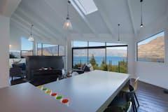 Breathtaking+Queenstown+Views%2C+5+Star+Superhosts..
