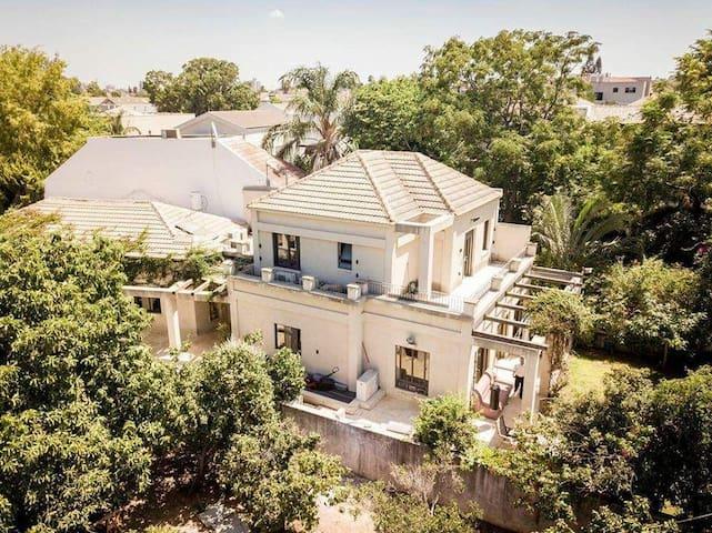 Villa with Garden in Ra'anana