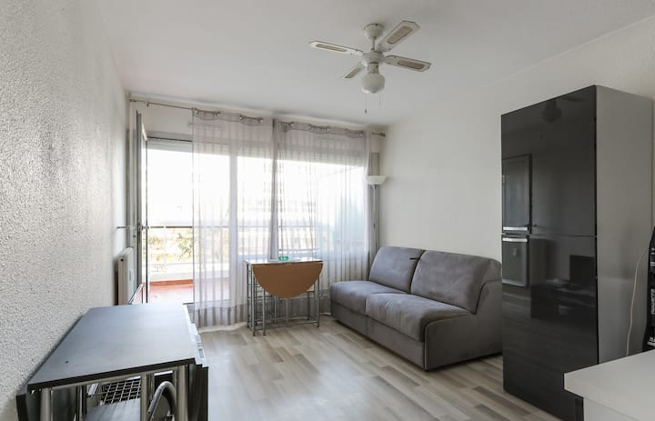 Charming studio with pool 8 min away from the beach in Antibes - Welkeys