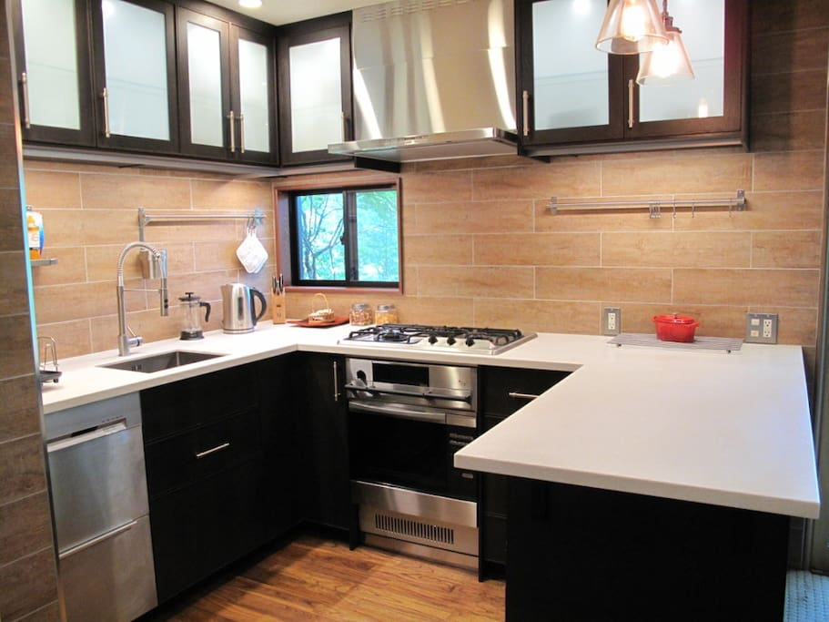 The kitchen has a full sized oven and dishwasher.