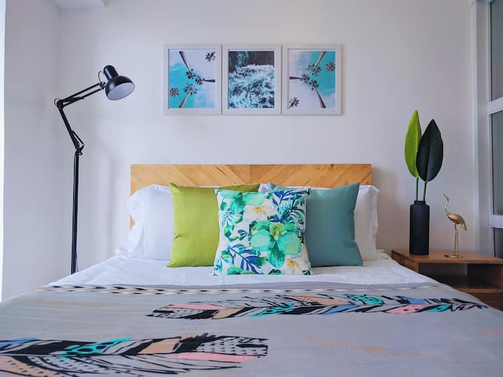 ALOHA Suite with Balcony + WiFi + Netflix