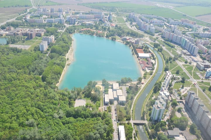 lake, 25 min walking distance, fine water, swimming + paddle boarding