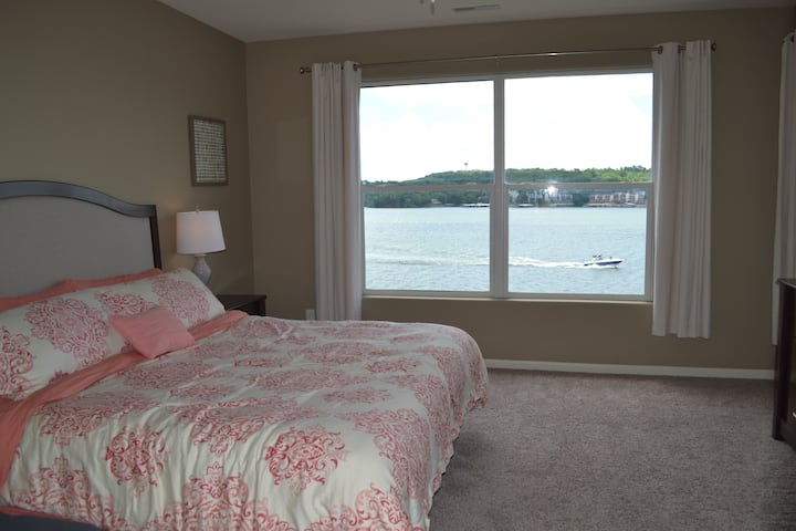 Sweeping lake views with boat slip! (Neptune)