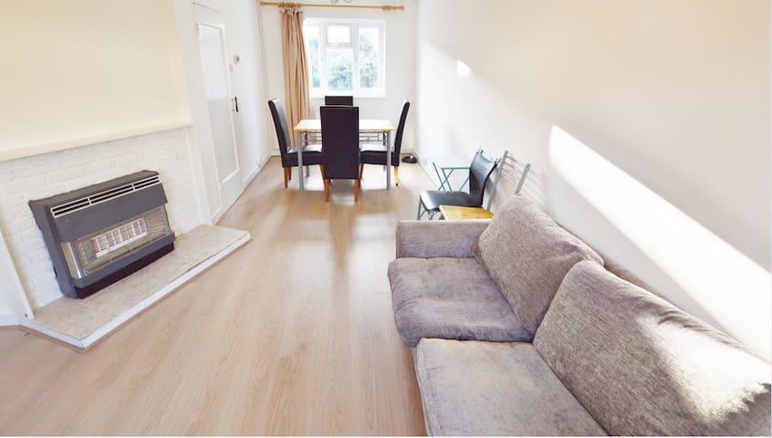 2 Bedroom Whole House in Canary Wharf, near city!