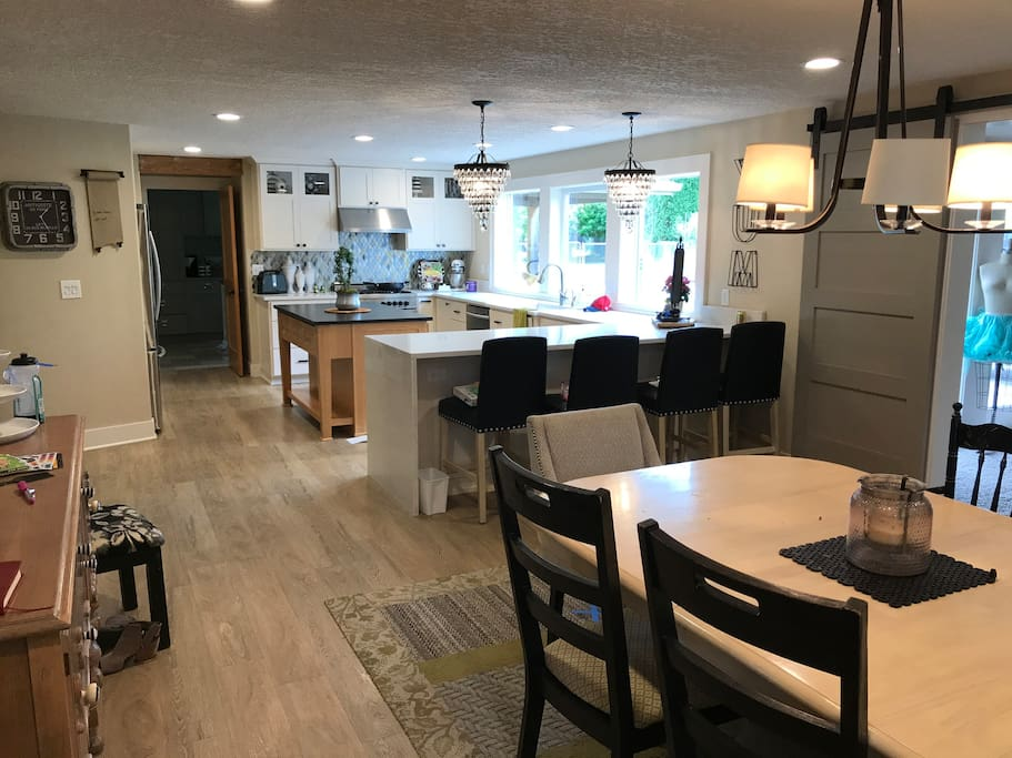 Large dinning and kitchen space for hosting large groups