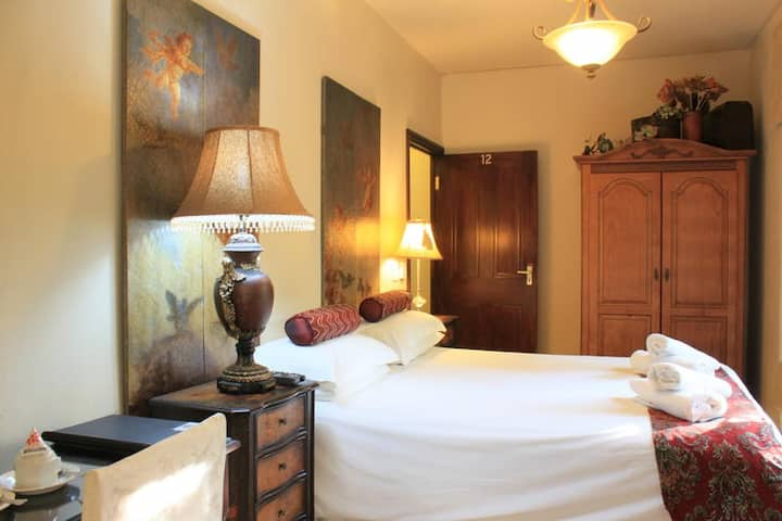 Villa Lugano Guesthouse - Deluxe Double / Twin