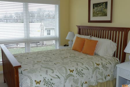 Lakefront - Private Bedroom + Bath - Battle Creek - House - 1