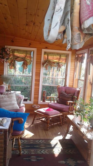 Beautiful, bright and comfy sun porch